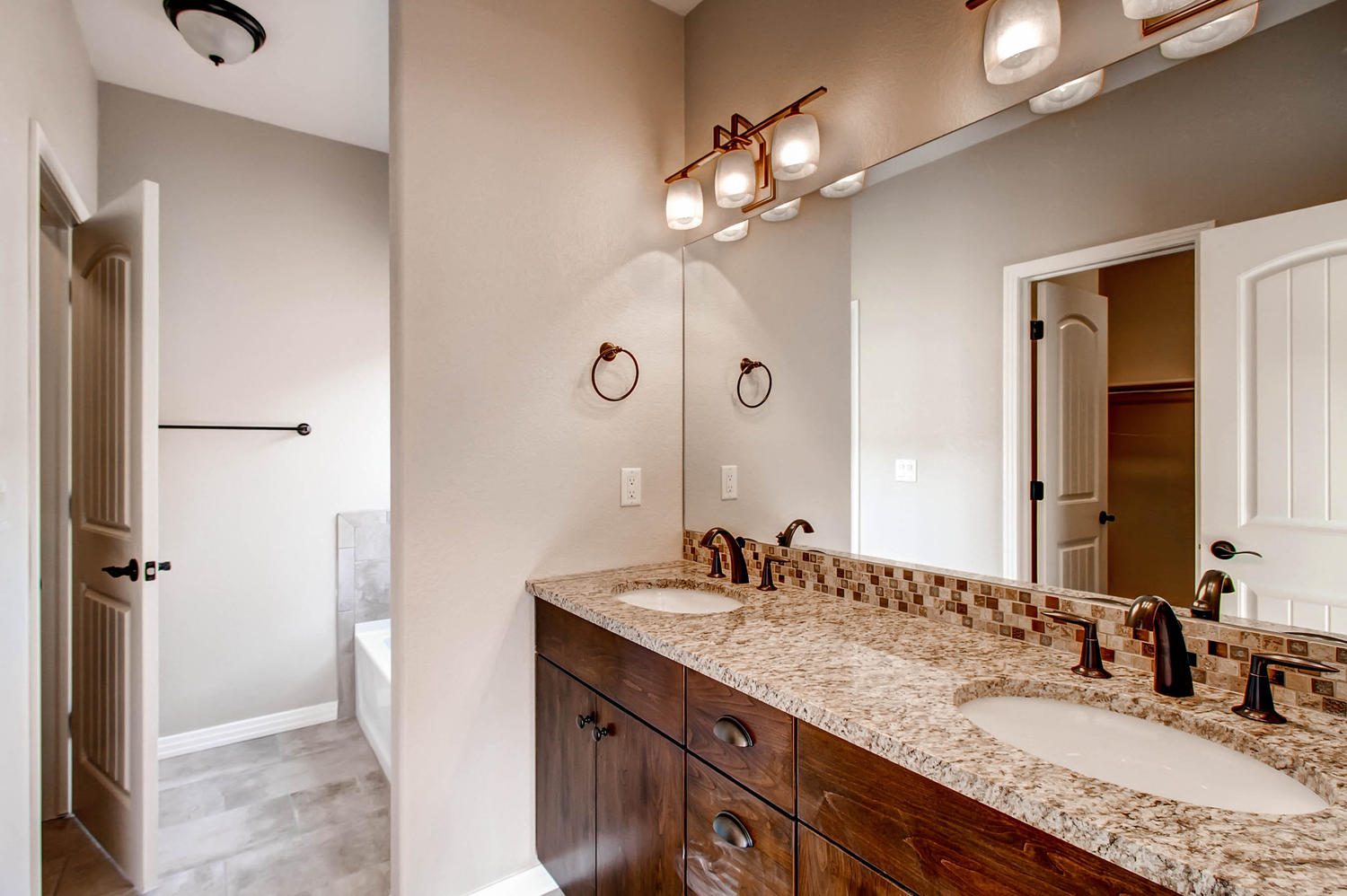 105-Greeley-Blvd-Palmer-Lake-large-014-11-Master-Bathroom-1500x999-72dpi
